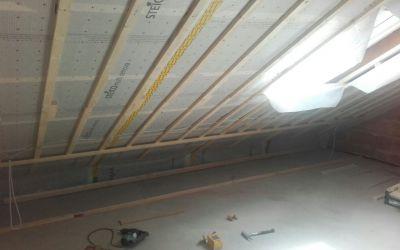 Vorbereitung Dachdämmung mit feuchtevariabler Dampfbremsbahn