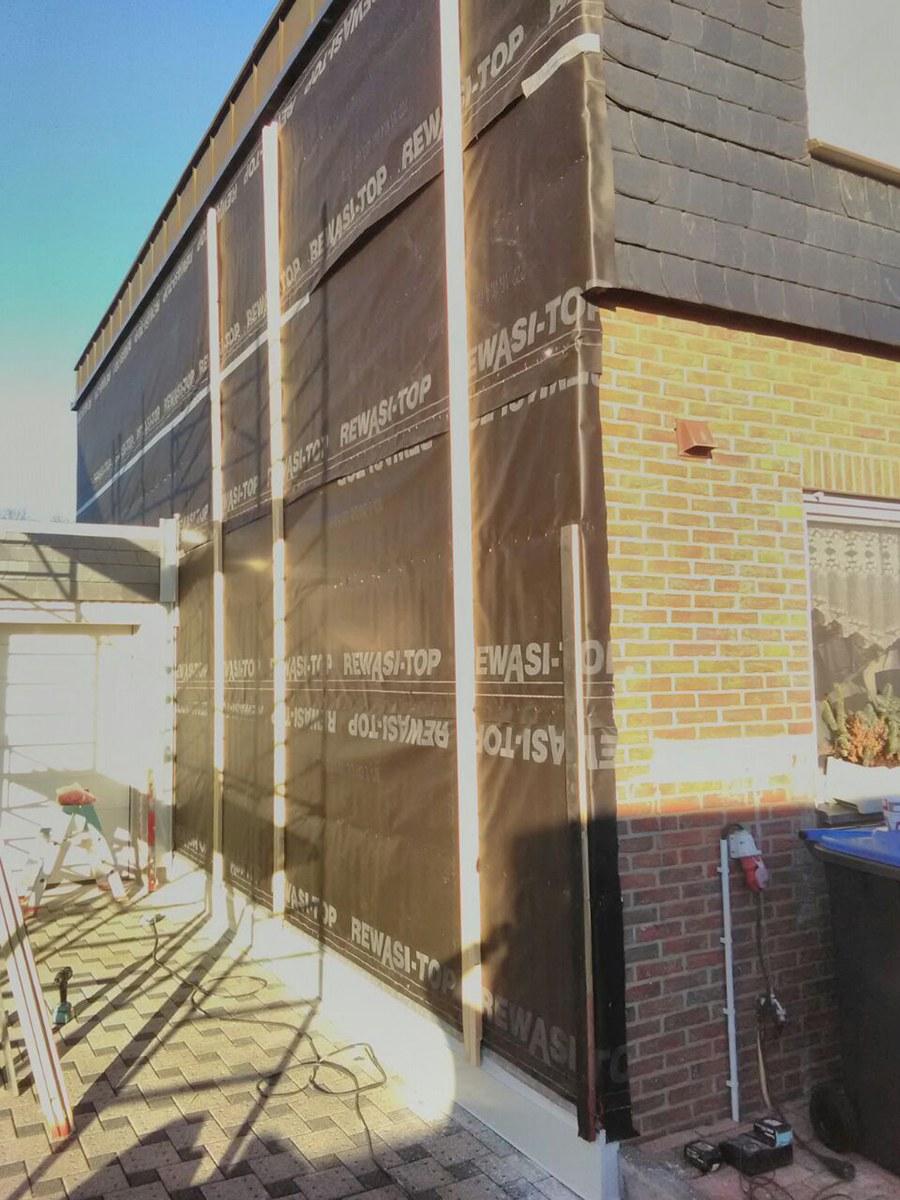 Einseitiger Bau einer Cedral Eternit Fassade