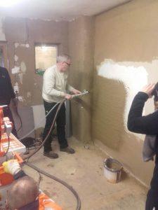 Geschäftsführer Michael Glingener ist vom Baustoff Lehm überzeugt.