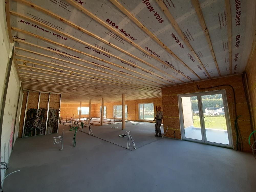 Steico Zell Holzfaser Einblasdämmung auf einer Baustelle in Luxemburg